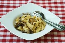 Φρέσκα ζυμαρικά και σάλτσα με μανιτάρια / Fresh pasta and mushroom sauce