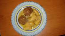 Κλασικά κι αγαπημένα μπιφτέκια με πατάτες στο φούρνο