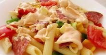 Δροσερή πολύχρωμη σαλάτα με πένες / Cool colorful pasta salad
