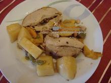 Χοιρινό με λαχανικά στη γάστρα