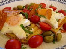 Αυγά ποσέ με τσιπς φέτας