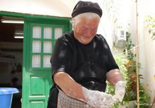 Ζυμωτό ψωμί και παξιμάδια από τη γιαγιά Μαρία
