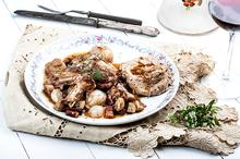 Κρασάτο κοτόπουλο κατσαρόλας (Coq au vin)
