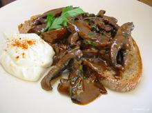Μανιτάρια Stroganoff – το γρήγορο πιάτο των γαλλικών bistrot
