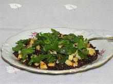 Σαλάτα με μαύρες φακές σελινόριζα και ρόκα