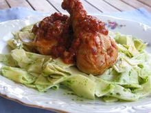 Κοτόπουλο μαριναρισμένο με γλυκό κρασί και χυλοπίτες με πέστο ρόκας