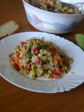 Σαλάτα με Ρεβίθια, Κινόα και Σως με Ταχίνι