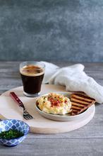Αυγά σύννεφα με μπέικον και γραβιέρα - The one with all the tastes