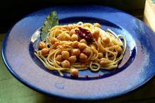 Λινγκουίνι με Ρεβύθια και Καυτερή Πιπεριά (Cecci con la Tria)