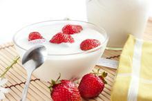 Μους λευκής σοκολάτας με φράουλες