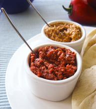 Red Pepper spread: two ways/ Δύο νόστιμα ντιπ με κόκκινες πιπεριές