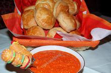 Εύκολα αρωματικά ψωμάκια και ντιπ πιπεριάς/Easy Thyme Biscuits and a Red Pepper Dip