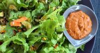 Πράσινη σαλάτα με dressing λιαστής ντομάτας - Green salad with sun-dried tomato dressing - Lovecooking.gr