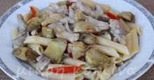 Ζυμαρικά με κοτόπουλο και αγκινάρες