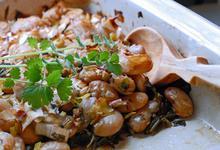 Γίγαντες στο Φούρνο με Σκόρδο, Ελιές και Χόρτα