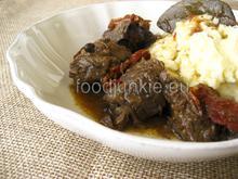 A heart-warming beef stew with sun dried tomatoes/ Μοσχαρίσιος κρασομεζές με λιαστές ντομάτες