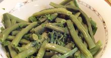 Σαλάτα φασολάκια στρογγυλά με ντρέσινγκ σκόρδου