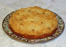 Κέικ με αχλάδια και επικάλυψη κραμπλ με αμύγδαλα
