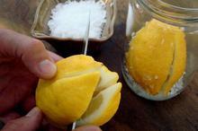 Λεμόνια παστά (preserved lemons)