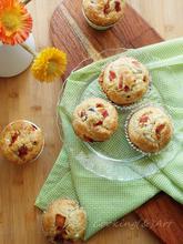 Αλμυρά muffins με φέτα, ελιές & κάπαρη