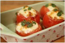 Φωλιές ντομάτας με αυγό & τυρί