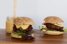 Νηστίσιμο Burger & το Ανοιξιάτικο Τεύχος του C2