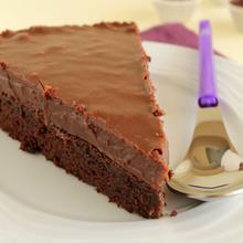 Τούρτα brownie με επικάλυψη fudge πραλίνας φουντουκιού - The one with all the tastes