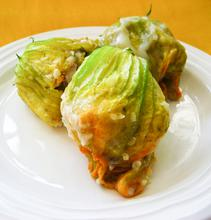 Stuffed courgette flowers with bulgur wheat and feta cheese/ Γεμιστοί κολοκυθανθοί με πλιγούρι και φέτα