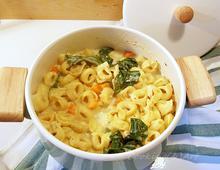 Τορτελίνια σούπα με κρέμα γάλακτος & λαχανίδες
