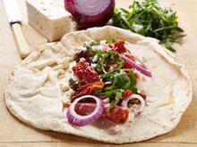 Αραβική πίτα με ζαμπόν, τυρί κρέμα και αυγό