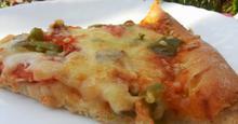 Πίτσα με τυρί κρέμα και ζύμη γιαουρτιού
