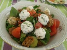 Χωριάτικη σαλάτα με τυρομπαλάκια