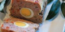 Συνταγή: Ρολό κιμά με βραστά αυγά και παρμεζάνα