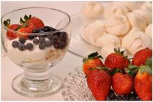 Γιαούρτι με γαλλικές μαρέγκες & φρούτα