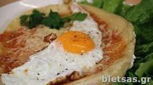 Πίτσα στο τηγάνι με αβγό