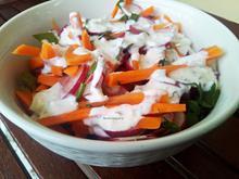 Σαλάτα με ραπανάκι, καρότο και dressing φέτας