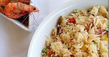 Ρύζι με μπέικον και γαρίδες