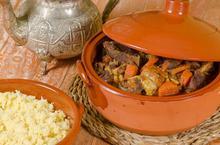 Αρνί με ξερά φρούτα Lahm Lhalou