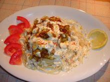 Σπαγγέτι με κολοκυθάκια και άσπρη σάλτσα τυριών