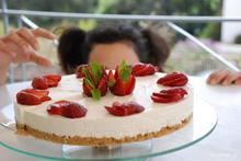 Cheesecake ψυγείου με γιαούρτι και φράουλες