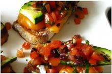 Ψωμάκια με λαχανικά&σάλτσα ντομάτας