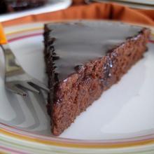 Υγρό κέικ σοκολάτας (χωρίς αυγά) με γλάσο σοκολάτας - The one with all the tastes