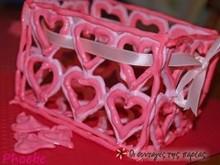 Κουτάκι φτιαγμένο από καρδούλες μαρέγκας