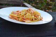 Μακαρονάδα με γαρίδες, κάσιους και σάλτσα κάρυ