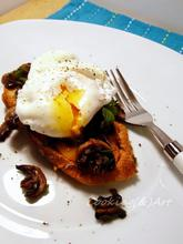 Αρωματικά μανιτάρια με αυγό ποσέ σε φρυγανισμένο ψωμί