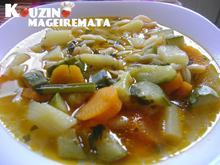 Σούπα λαχανικών, με κριθαράκι.