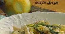 Πένες με σπαράγγια και κατσικίσιο τυρί
