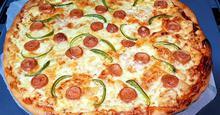 Πίτσα με τραγανή ωραία ζύμη !!!!