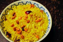 Ρύζι κίτρινο χρωματισμένο με σαφράν