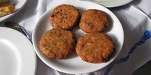 Συνταγή: Χταποδοκεφτέδες με κρεμμύδι, ψωμί, δυόσμο, αλεύρι, ηλιέλαιο